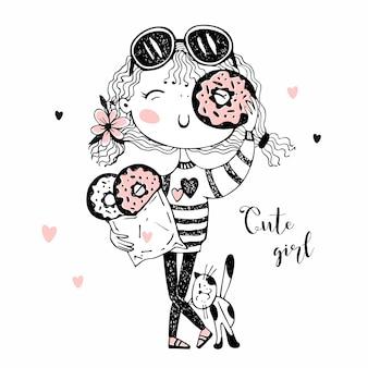 Милая веселая девушка с кошкой, едят пончики. сладкоежка.
