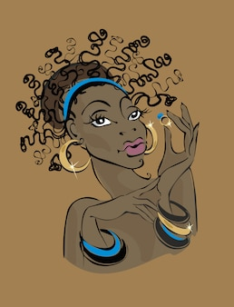 Темнокожая женщина в золотых украшениях.