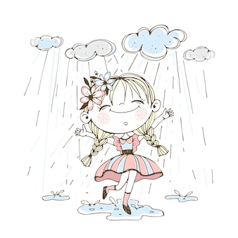 Маленькая милая девочка весело бежит по лужам под дождем.
