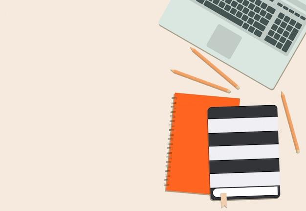 カラフルな日記ノートパソコンとピンクの背景と鉛筆
