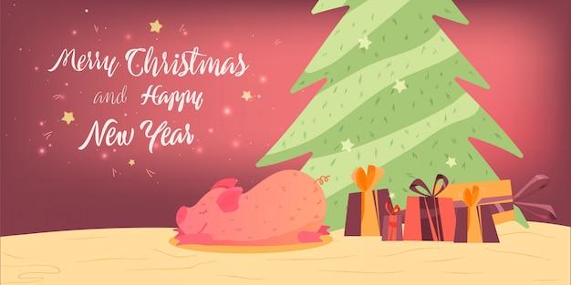 Смазливая свинья лежит рядом с подарками и елкой