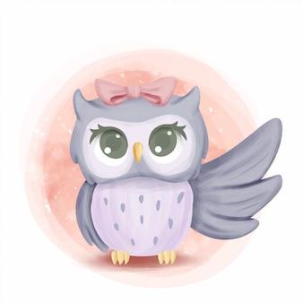 かわいい赤ちゃんフクロウの翼を上げる
