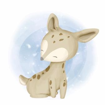 庭で笑顔の赤ちゃん鹿