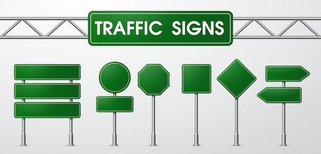 Дорожные знаки в реалистическом стиле в ловушке у дороги.