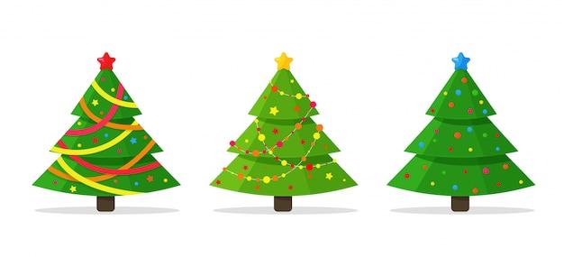 Векторные елки украшены огнями и красивыми лентами для рождественского сезона
