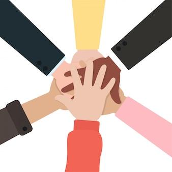 一緒に手を繋いでいる人々。チームワークとビジネスパートナーシップの概念が成功する。