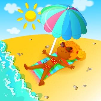 水着の少女は、ビーチで日光浴します。
