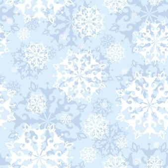 穏やかな青色の背景にレースの雪片でシームレスなパターン。
