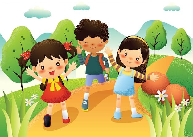 Счастливые дети бегают и играют на улице