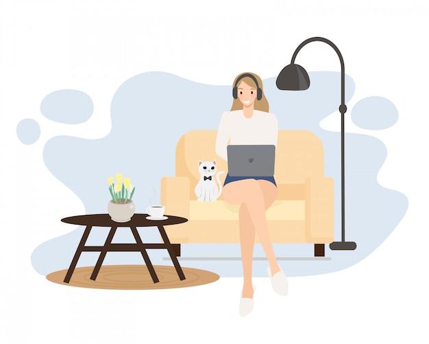 幸せな若い女性の仕事や白いペット猫フラットスタイルで自宅でオンラインで勉強