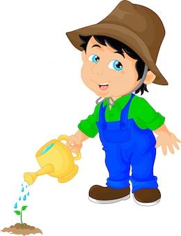 Милый мальчик поливает растение