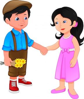 Маленький мальчик и маленькая девочка, держась за руки