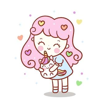 Симпатичная девочка обнимает маленького единорога