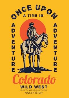 夕日と馬に乗って野生の西のカウボーイ