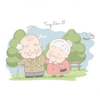 Пожилые пары гуляют вместе в парке