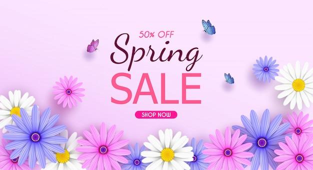 美しい色とりどりの花で春のセールのバナーの背景が咲いています。