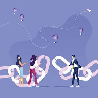 Деловые люди объединяют цепи