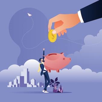 Большие руки положить монеты в копилку, концепция входящих и сбережения денег