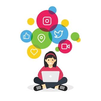インターネットのソーシャルメディアを閲覧するラップトップで座っている女の子