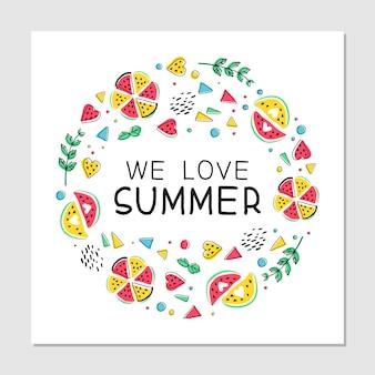 Мы любим лето плоской рисованной иллюстрации. ломтики арбуза, листья мяты и геометрические фигуры в стиле мемфис с рукописными буквами