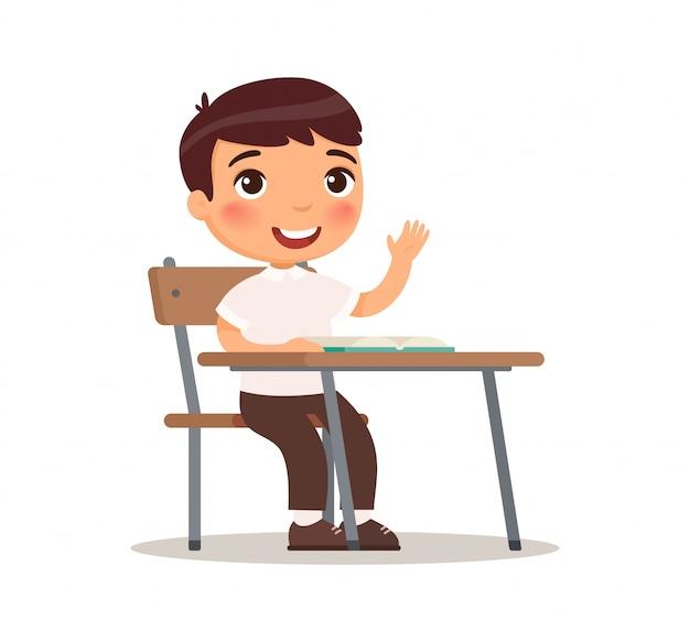 答え、漫画のキャラクターのための教室で手を上げる学校の少年。小学校教育プロセス。かわいい漫画のキャラクター。白い背景の上の平らなベクトルイラスト。