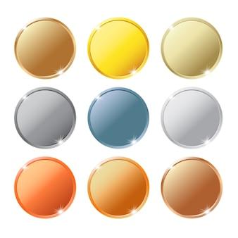 白い背景に隔離された異なる金属のコインセット