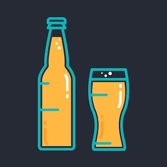 Коктейль холодное пиво или бутылка сока со стеклом