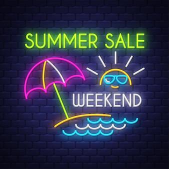 Летняя распродажа выходные баннер. неоновая вывеска