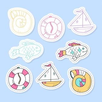 海のステッカー、ピン、パッチ、漫画のスタイルで手書きのコレクションのセットです。