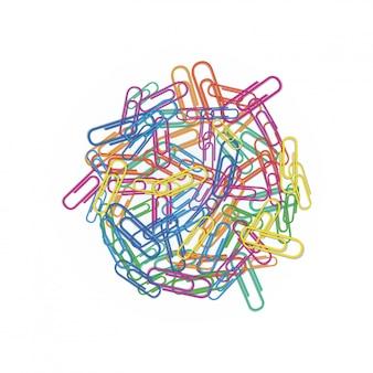 赤、緑、青、ピンクまたはオレンジ色の白で隔離されるさまざまな色のカラフルなペーパークリップのヒープ