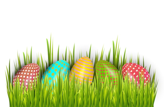 Ряд пасхальных крашеных яиц спрятан в зеленой траве и изолирован на белом фоне