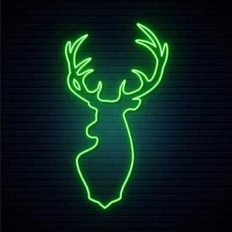 Олень зеленый неоновый знак.