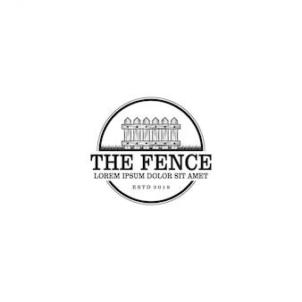 Деревянный забор с логотипом