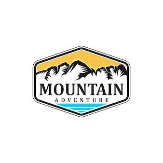 屋外の山の自然のロゴ-アドベンチャーワイルドライフフォレストデザイン