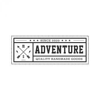 矢印要素と狩猟のためのロゴ、ビンテージエンブレムスタイルと屋外ロゴ
