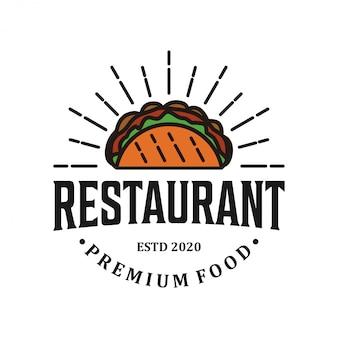 Ресторан хот-дог логотип винтажный дизайн, еда напиток этикетка продукта барбекю гриль