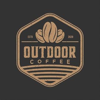 Урожай логотип на открытом воздухе кофе
