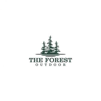 Открытый горный логотип природы - приключение дикой природы дизайн соснового леса