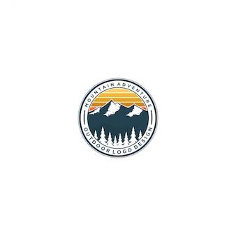 屋外の山の自然のロゴ