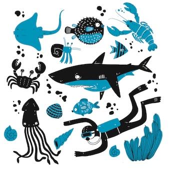 深海の生き物のスケッチのセット。
