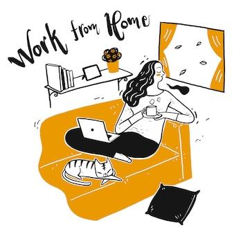 Молоденькая красавица работает из дома.
