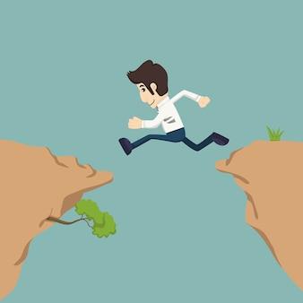Бизнесмен прыгает через пробел
