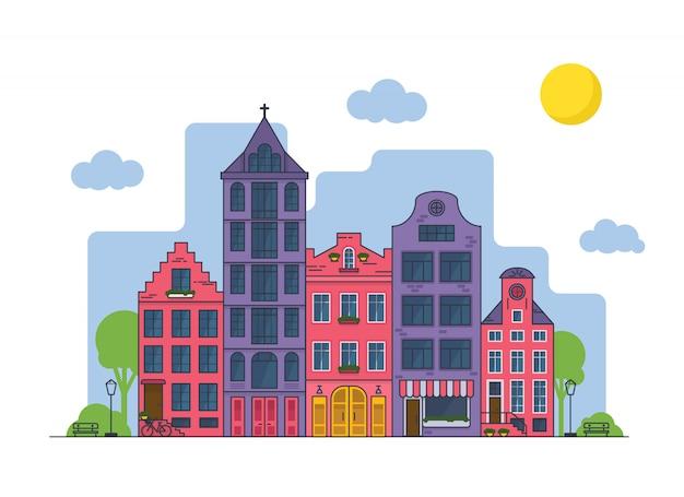 晴れた日にアムステルダムの街並み。教会とカフェのある古い家