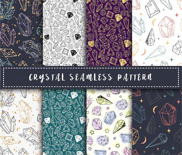クリスタルのシームレスなパターン-カラフルなレインボークリスタルまたは白い背景の上の宝石