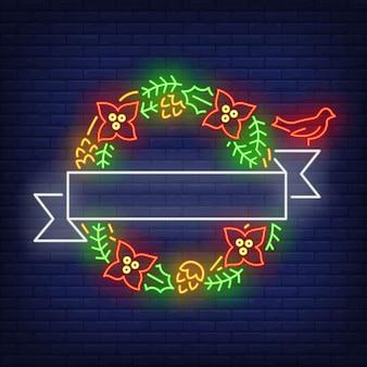 Зеленый рождественский венок с белым стримером в неоновом стиле