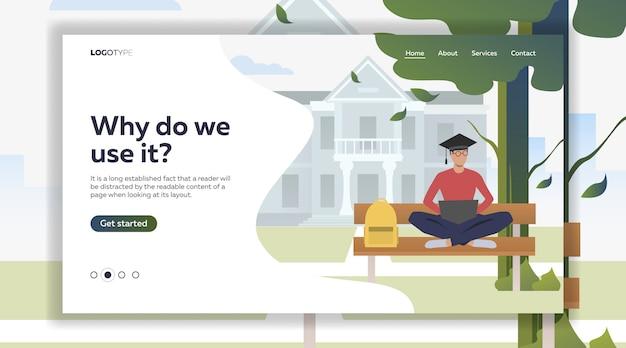 Студент изучает и использует ноутбук на скамейке в кампусном парке
