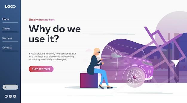 Женщина работает автомобиль через образовательный стимулятор вождения