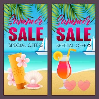 Летняя распродажа надписи с солнцезащитным кремом и коктейлем на пляже