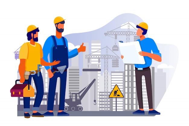 Команда инженеров обсуждает вопросы на строительной площадке