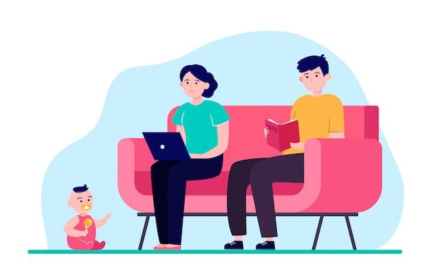 Молодая семья сидит в одной комнате